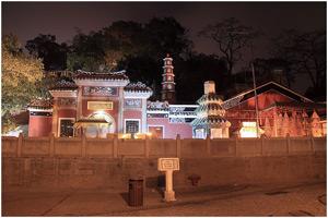 Вид на храм даосской богини А-Ма ночью
