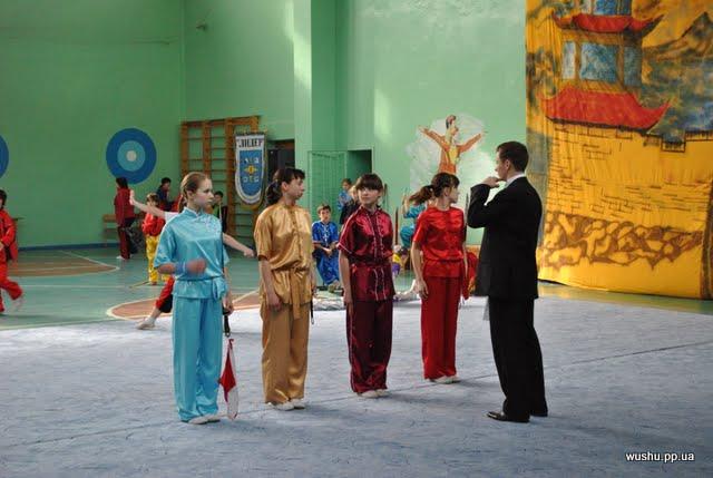 Подготовка спортсменой в категории гуйдин таолу к выступлениям на Открытом Чемпионате Донецкой области по ушу