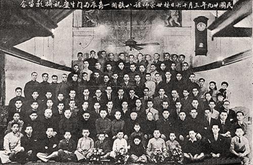 Лам Сай Вин с учениками на праздновании его 81-го дня рождения 16 марта 1940 года