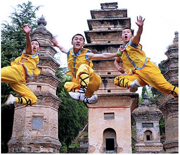 Ученики, обучающиеся в Институте монахов-воинов в Шаолине