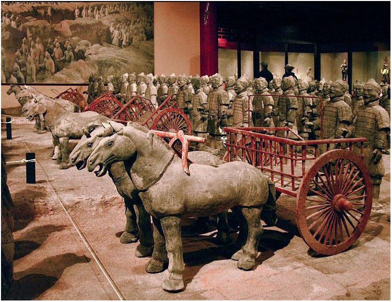 В захоронении также были найдеты скульптуры колесниц