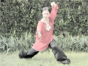 Отличительной чертой стиля тунбэйцюань являются последовательные круговые удары